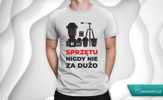 Koszulki dla fotografów - sprzętu nigdy nie za dużo